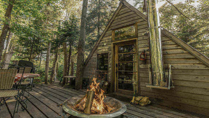 Tree house in Quebec with private deck and best winter escapes in Canada.