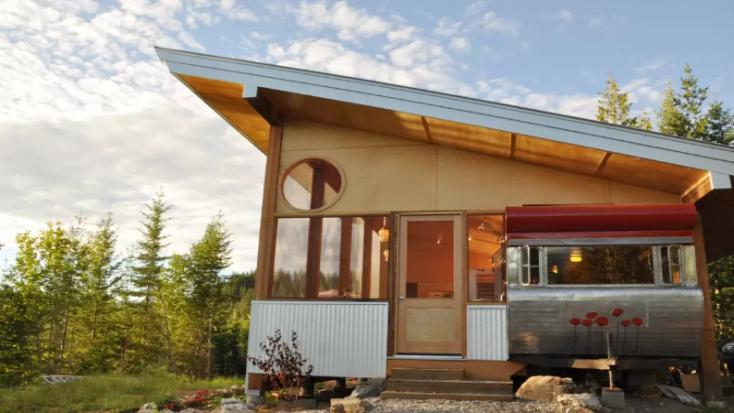 Unique vacation rental in Salmon Arm, British Columbia for one of the best winter getaways in Canada.