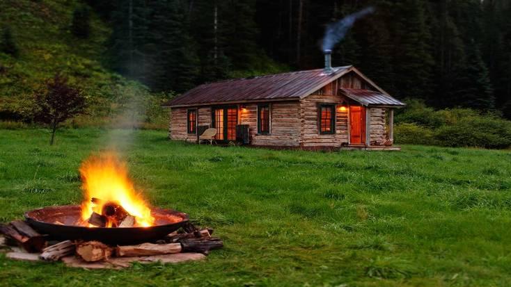 Romantic cabin rental near the McPhee Resevoir