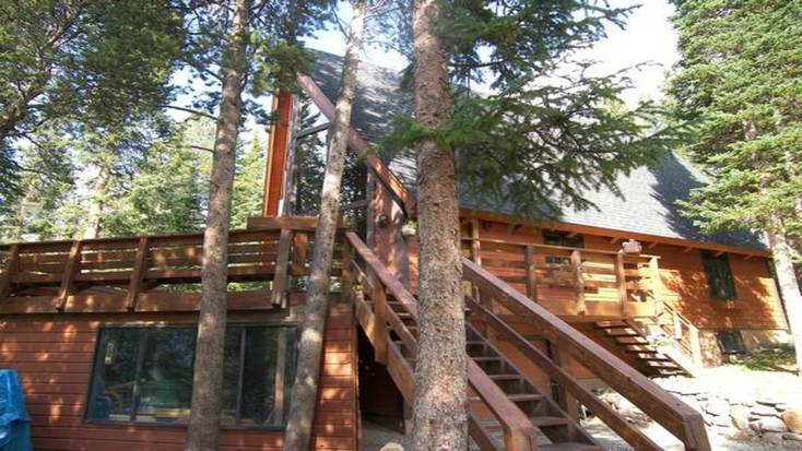 Book this cozy cottage in the White River National Forest when you visit Colorado