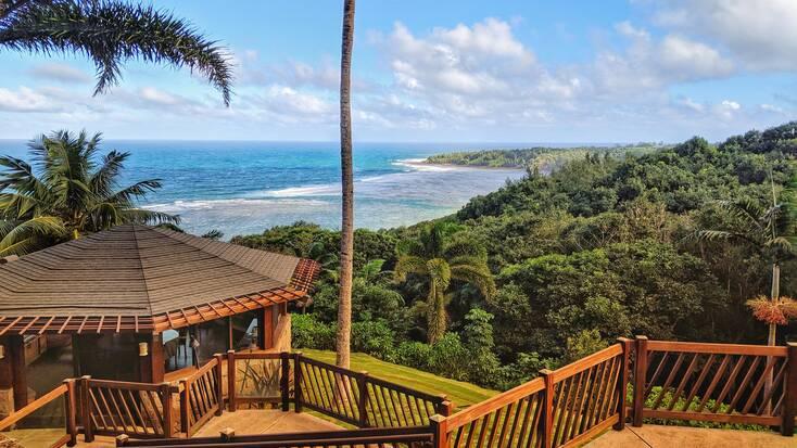 Hawaii accommodations overlooking The Big Island beach resorts
