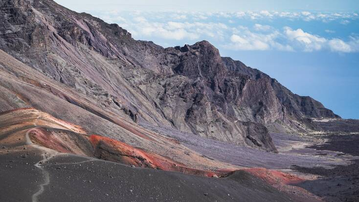 Hawaii volcanoes: hiking trails around stunning Hawaii mountains