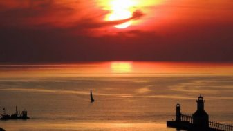 go luxury camping in Michigan and discover the beauty of Lake Michigan
