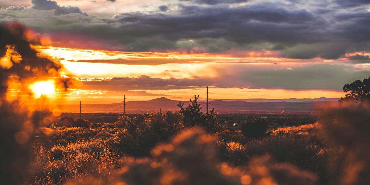 Sunset views from the best places to stay near Santa Fe: vacations in New Mexico
