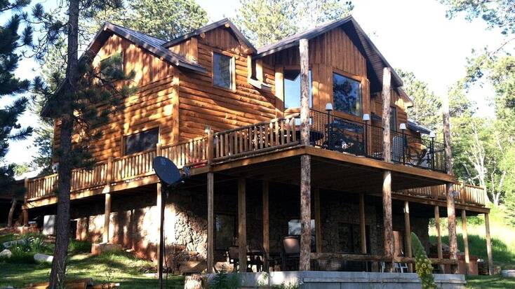 A log cabin rental in South Dakota