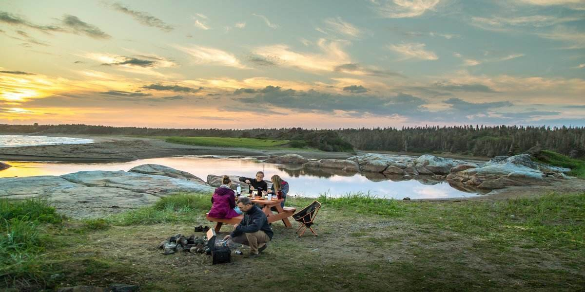 group enjoy best food for camping while glamping in the US