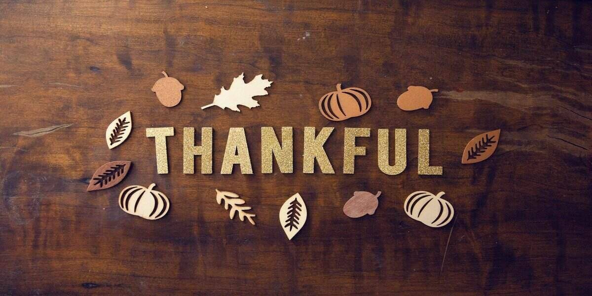 showing thanks on thanksgiving weekend