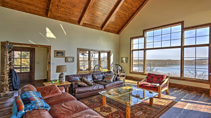 A large living area with large sofas and lake views for the perfect Super Bowl party