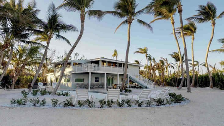 Stay in a luxury vacation rental in the Florida keys and escape the Miami crowds