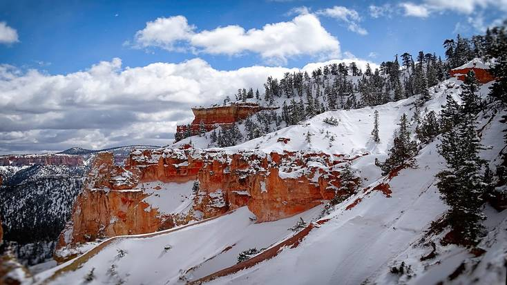 Bryce Canyon National Park is one of the best places to hiking in Utah.