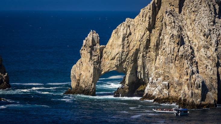 The stunning coastline of Cabo San Lucas