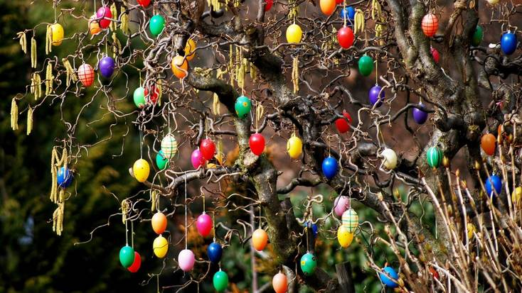 An example of Easter tree decorations in Germany