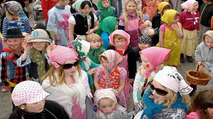 Scandanavian Easter traditions include kids dressing up as witches