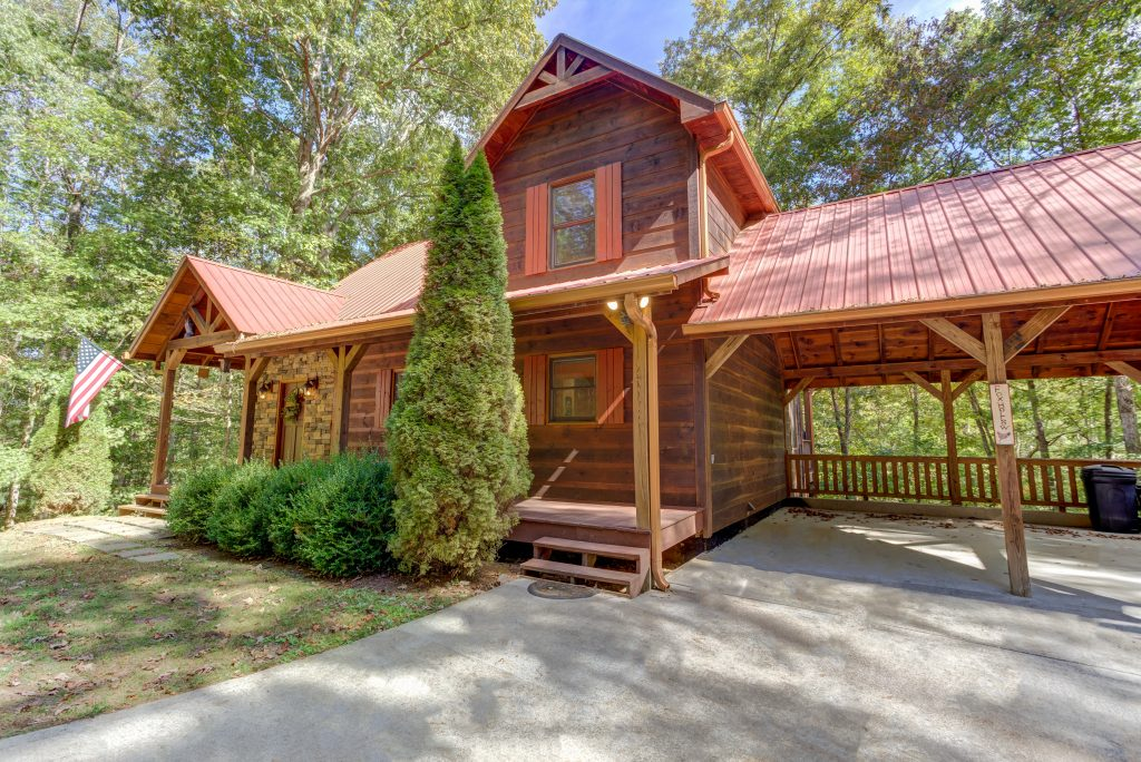 Book a getaway in a luxury cabin rental in Georgia with your tax refund