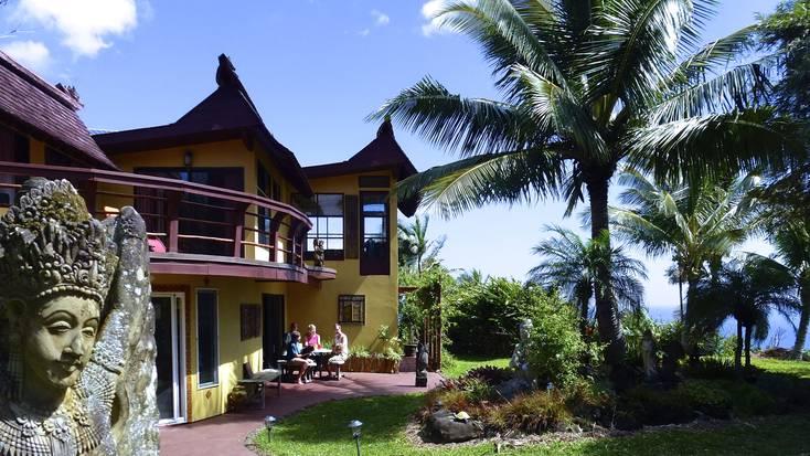 Enjoy a tropical yoga retreat in Hawaii