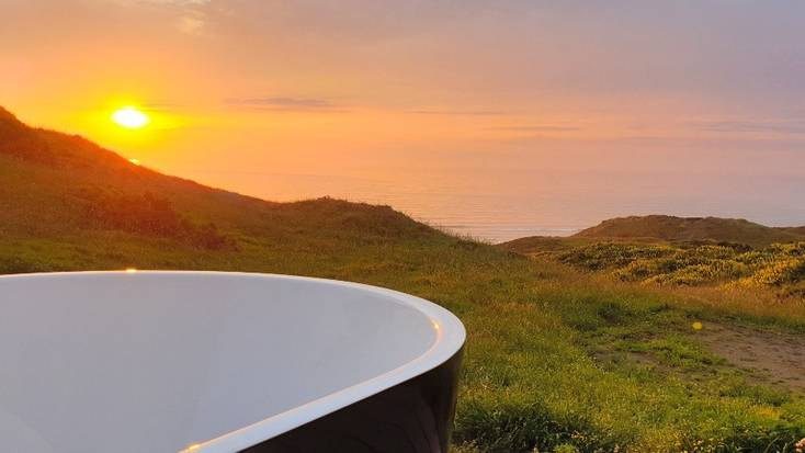 Enjoy epic views from a tub in Auckland for Mother's Day 2020