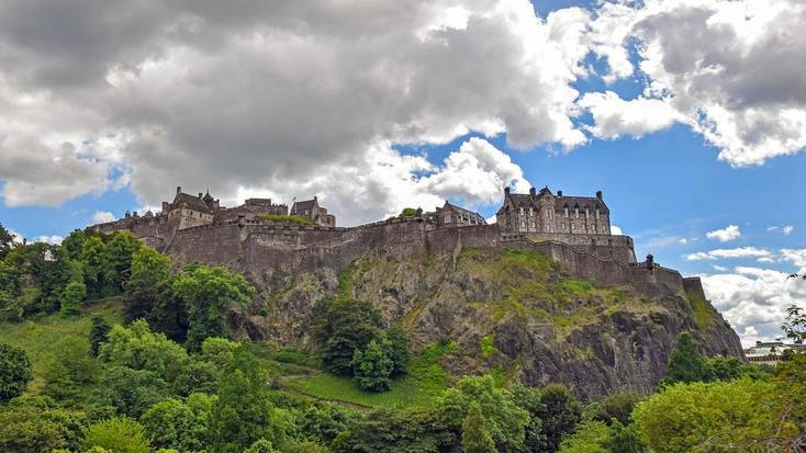 Visit Edinburgh Castle on your Easter vacation