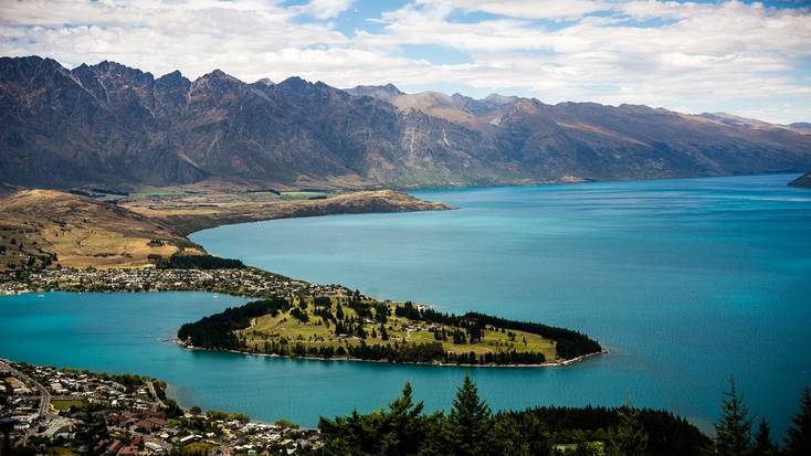 A view over Queenstown on the edge of Lake Wakatipu