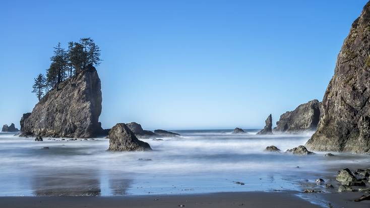 Start your cycling trip from the Pacific Coast in Washington State