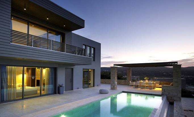 A luxury villa in Crete with an infinity pool