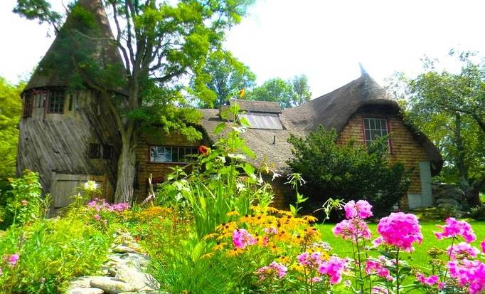 Pick one of fairytale castle rentals in the Berkshires for your vacation