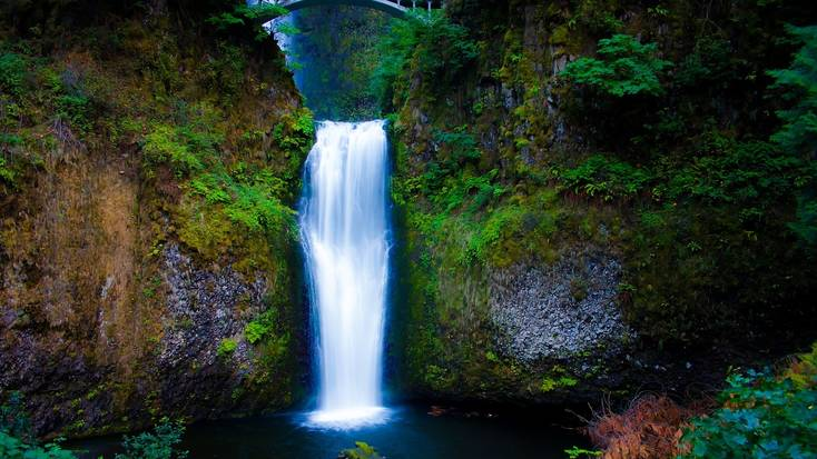 Spend the Labor Day weekend at Multnomah Falls