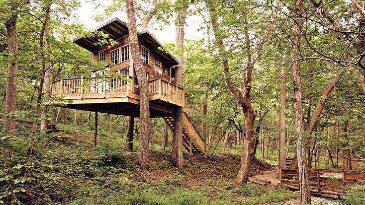 Magical Tree House Rental near Kansas City for Glamping in Missouri