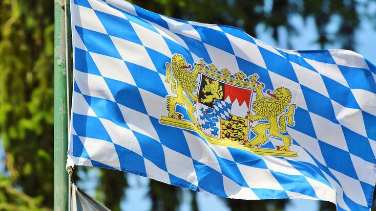 Decorate your house with a Bavaria flag for Oktoberfest 2020