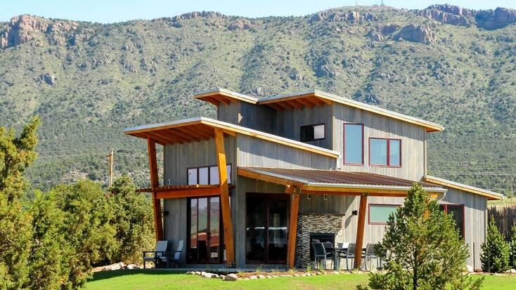 A cabin in Colorado for a meditation retreat