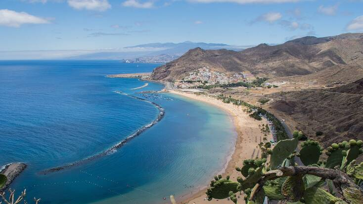 Plan holidays in Tenerife for the bank holiday