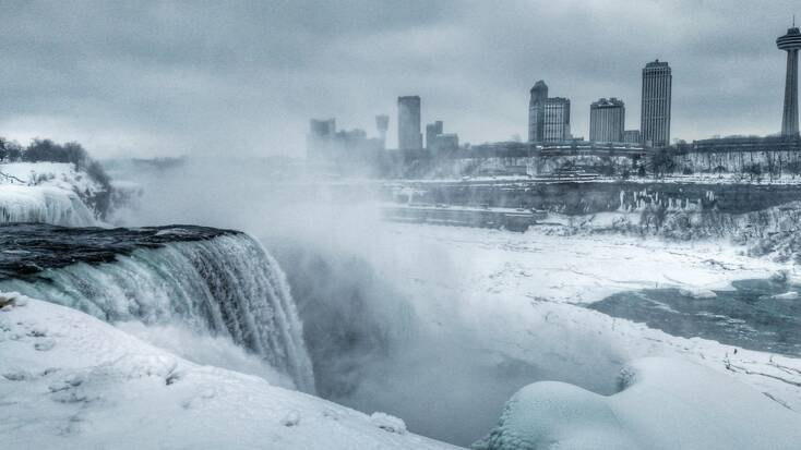 The cold Niagara Falls weather in March
