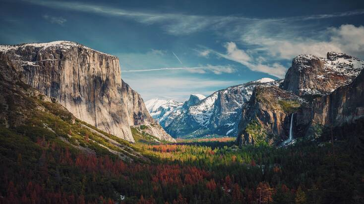 A view over Yosemite, one of the best vacation spots in the USA