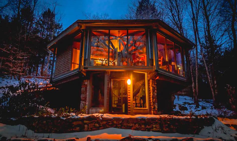 Katherine's treehouse cabin for glamping in Massachusetts