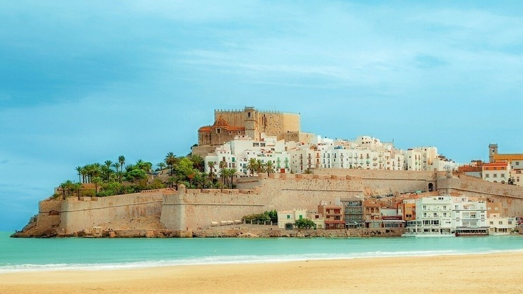 A view of Peñiscola from one of the beaches in Valencia