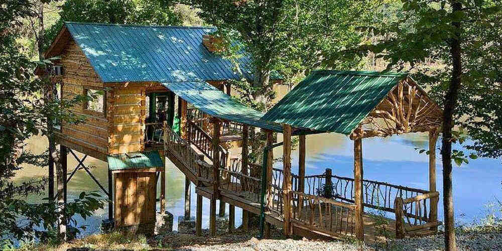 The host's treehouse by the lake